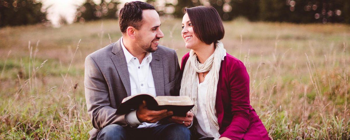 Pareja con agencia matrimonial en santander