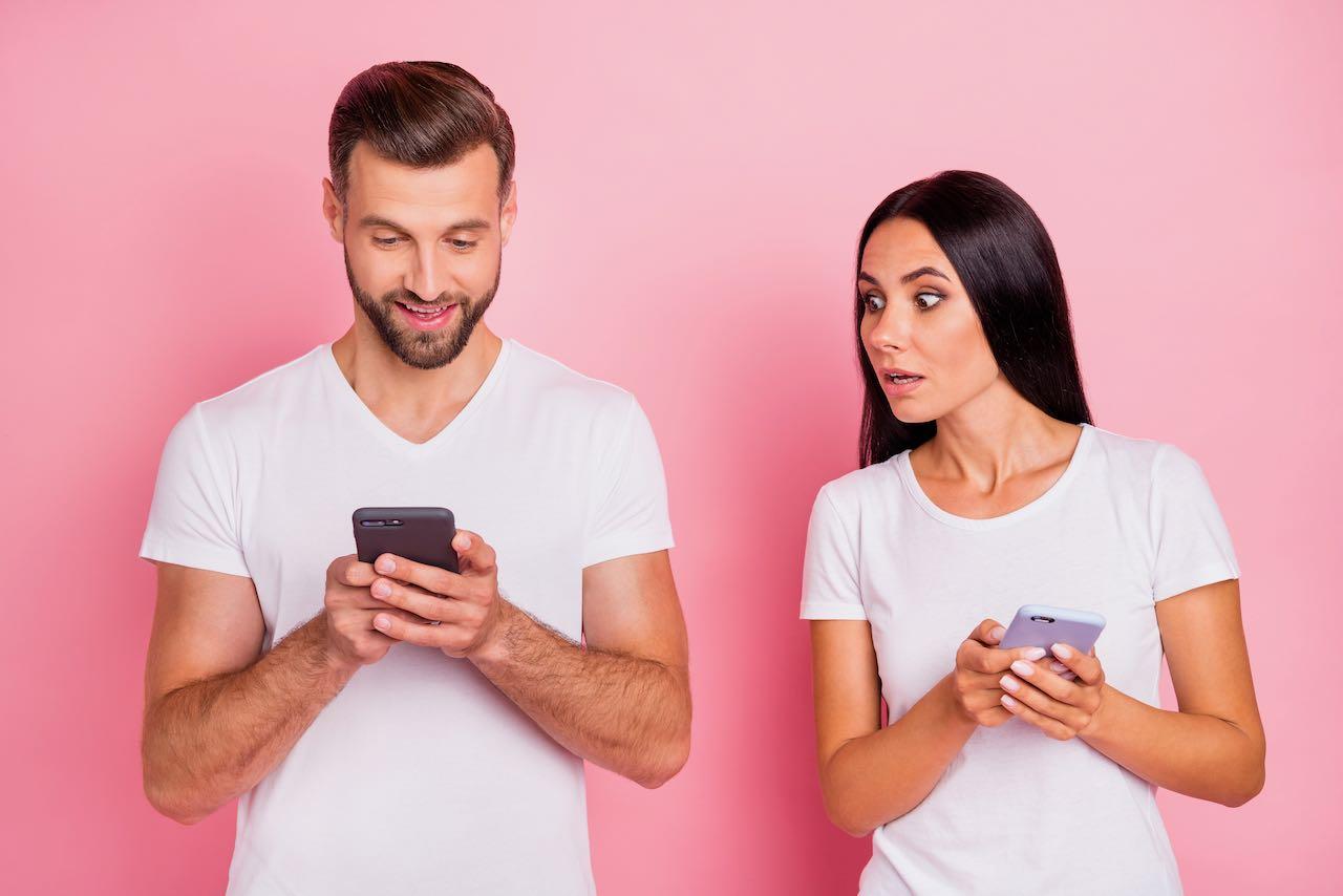 buscar pareja por internet y conflictos-con-pareja